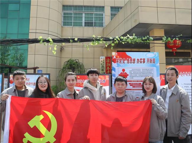 市城投集团组织开展普法宣传党员